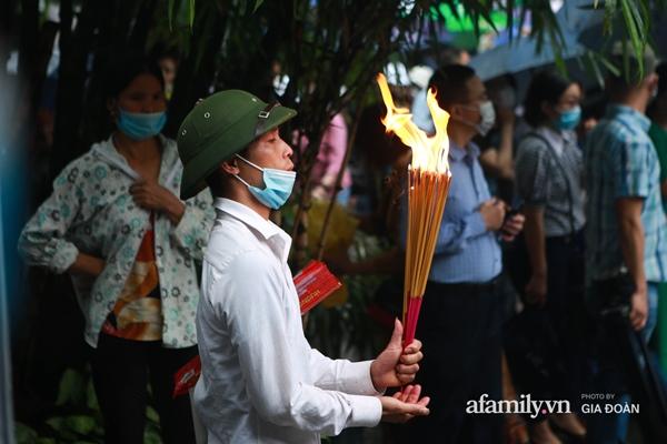 Ảnh: Hàng nghìn người đội mưa về dự lễ Giỗ Tổ Hùng Vương-11