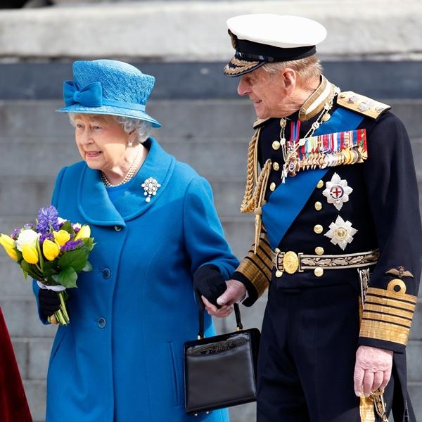 Khoảnh khắc gây nhói lòng trong đám tang Hoàng tế Philip: Nữ hoàng Anh ngồi lặng lẽ tại nơi mà trước đây luôn có chồng nhìn sang trìu mến-6