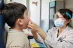 Bé trai 5 tuổi bị u nang dây thanh quản, bố mẹ nên cẩn trọng với thói quen khóc hoặc la hét của con