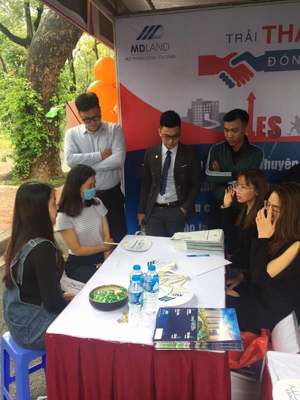 Hàng nghìn ứng viên tham dự đại hội tuyển dụng tư vấn bất động sản Vinhomes-3