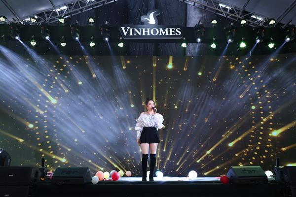 Hàng nghìn ứng viên tham dự đại hội tuyển dụng tư vấn bất động sản Vinhomes-6