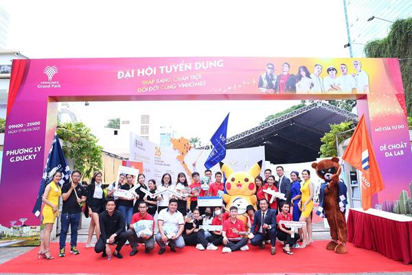 Hàng nghìn ứng viên tham dự đại hội tuyển dụng tư vấn bất động sản Vinhomes-1