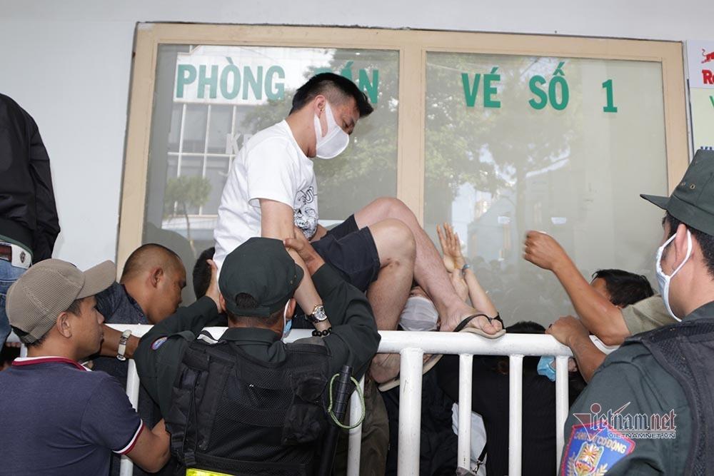 Vé xem Công Phượng đấu Quang Hải: Cháy và giá tăng không tưởng-5