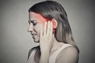 Người phụ nữ bị nghẹt tai tưởng là do ráy tai nhưng khi đi khám lại được chẩn đoán mắc ung thư