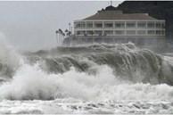 Siêu bão Surigae cấp 17 đang 'quần thảo' trên biển Philippines thay đổi hướng đi, nguy cơ ảnh hưởng trực tiếp tới biển Đông