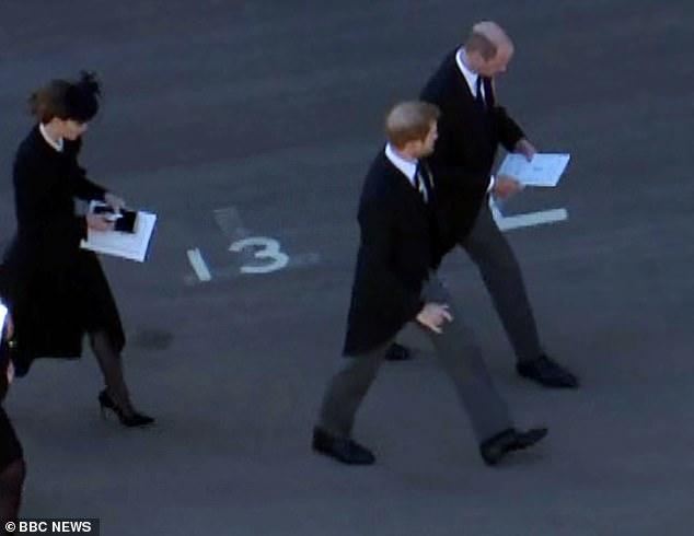 Đằng sau khoảnh khắc trò chuyện thoải mái với anh trai là nỗi bồn chồn, sự cô độc không thể chia sẻ cùng ai của Hoàng tử Harry-6