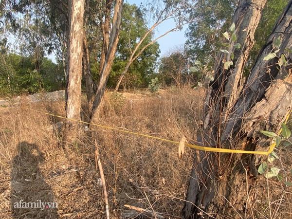Mẹ đau đớn kể về thời khắc phát hiện con gái 5 tuổi tử vong tại bãi đất trống, nghi bị xâm hại rồi sát hại-10