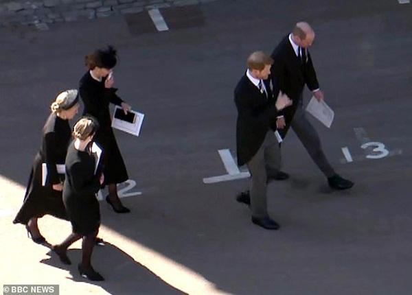 Tiết lộ nội dung cuộc trò chuyện hàn gắn giữa Hoàng tử William và em trai Harry, Meghan lên tiếng ăn theo-2