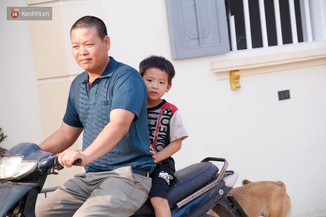 Vợ mất khi mang thai đứa con thứ 9, ông bố gà trống nuôi 8 đứa con thơ: Dù khó khăn, bố con mình vẫn nuôi nhau cho vui-10
