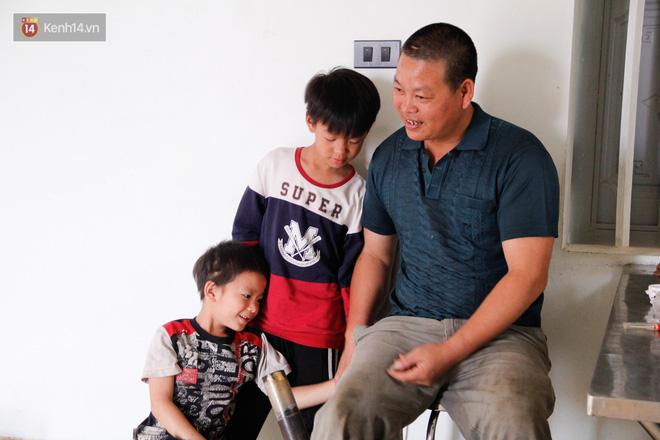 Vợ mất khi mang thai đứa con thứ 9, ông bố gà trống nuôi 8 đứa con thơ: Dù khó khăn, bố con mình vẫn nuôi nhau cho vui-9