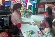 Bé trai bị bắt quả tang ăn trộm trong siêu thị, bảo vệ chạy lại khám xét, món đồ được lôi ra khiến người xung quanh nín lặng