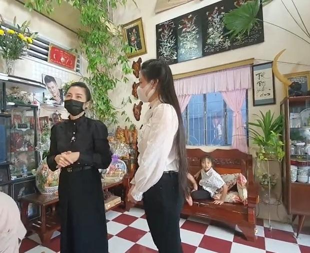 Linh Lan tuyên bố không nhận tiền phúng điếu, ẩn ý vợ cũ NS Vân Quang Long đứng sau vụ đòi giấy tờ huyết thống của bé Helen?-2