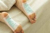 'Lật mặt' miếng dán thải độc chân dưới góc nhìn của chuyên gia Mỹ: Lợi đâu chưa thấy đã tốn tiền và hỏng… da chân