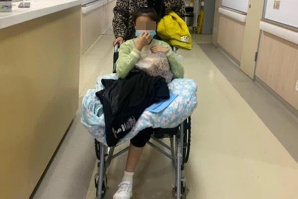 Cô gái 14 tuổi phải cắt cụt 2 chân vì ung thư xương, bác sĩ cảnh báo đây là căn bệnh nhiều người trẻ mắc phải trong độ tuổi dậy thì-1