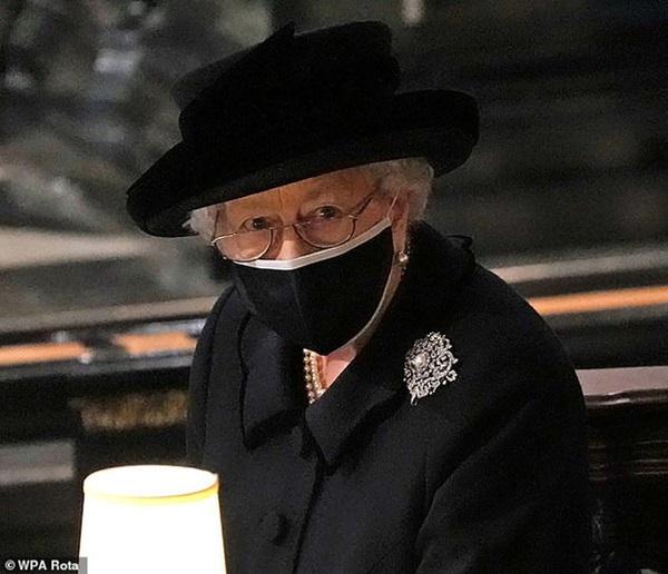 Công chúng xót xa khi nhận ra Nữ hoàng Anh sắp phải trải qua một sinh nhật cô đơn nhất trong suốt 7 thập kỷ-2