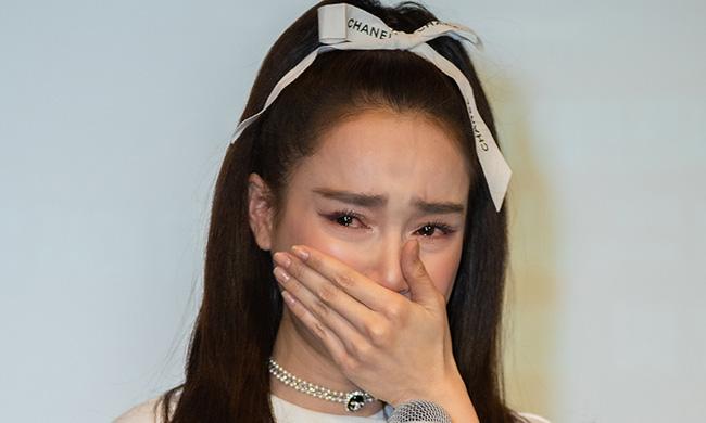 Phía đạo diễn Nhất Trung chính thức lên tiếng, xác nhận Nhã Phương chính là nữ diễn viên mắc bệnh ngôi sao-1