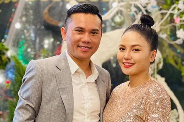 """Vợ ba của ca sĩ Tú Dưa đăng đàn căng đét tố chồng """"mất dạy"""", đồng thời tuyên bố chấm dứt dù đang mang thai"""