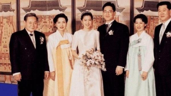 """Tiểu công chúa đế chế Samsung: Chiều cao khủng, bức ảnh cầm Iphone làm dậy sóng MXH và loạt fact ít ai biết về biểu tượng richkid Hàn Quốc""""-5"""