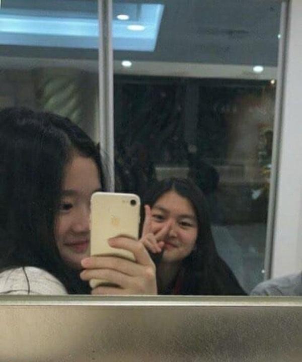 """Tiểu công chúa đế chế Samsung: Chiều cao khủng, bức ảnh cầm Iphone làm dậy sóng MXH và loạt fact ít ai biết về biểu tượng richkid Hàn Quốc""""-6"""