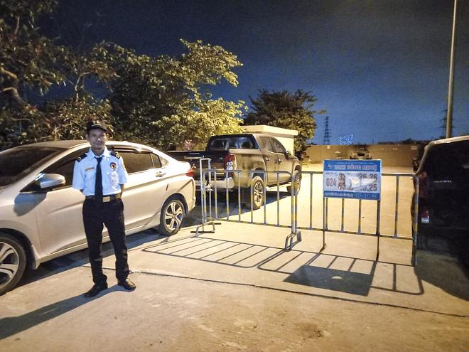 Bé gái 4 tuổi rơi từ tầng 24 chung cư ở Hà Đông xuống đất: Xác định nguyên nhân ban đầu-3