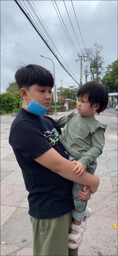 Chỉ một hành động nhỏ là đủ thấy tình thương của chồng trẻ Lê Phương dành cho Cà Pháo, cách mẹ chăm sóc con cũng thật đáng nể!-7