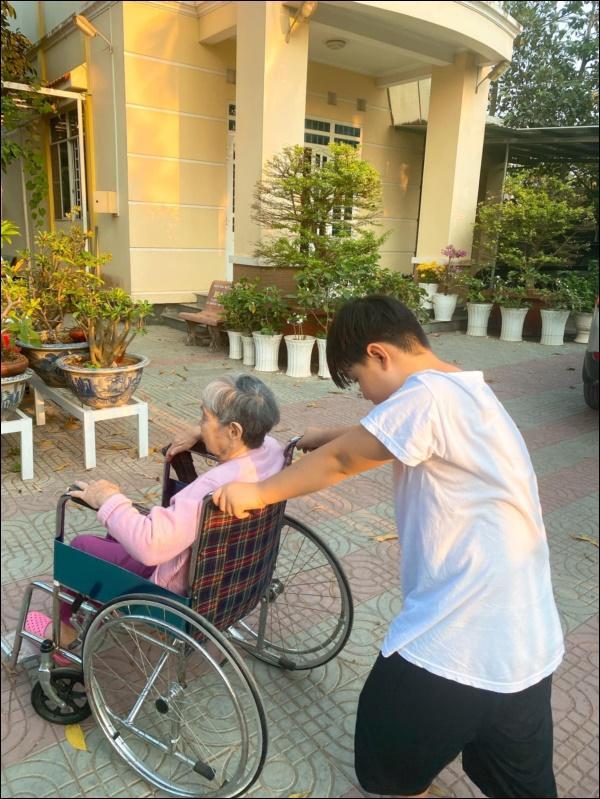 Chỉ một hành động nhỏ là đủ thấy tình thương của chồng trẻ Lê Phương dành cho Cà Pháo, cách mẹ chăm sóc con cũng thật đáng nể!-6