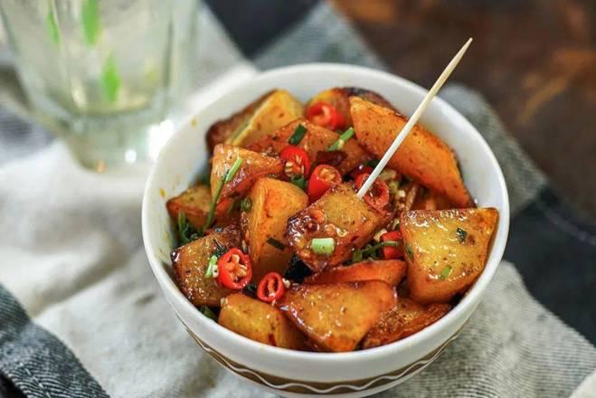 Khoai tây làm theo cách này, vừa là món ăn vặt vừa là món mặn rất đưa cơm-1