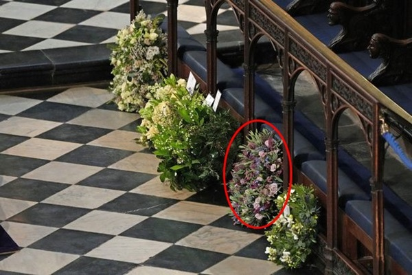 Chuyên gia vạch trần chiêu trò của Meghan Markle khi gửi vòng hoa và thư tay đến tang lễ Hoàng tế Philip: Một mũi tên trúng hai đích!-1