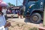 Tài xế bất cẩn khi lùi xe tải khiến 2 bé gái 8 tuổi chết thảm