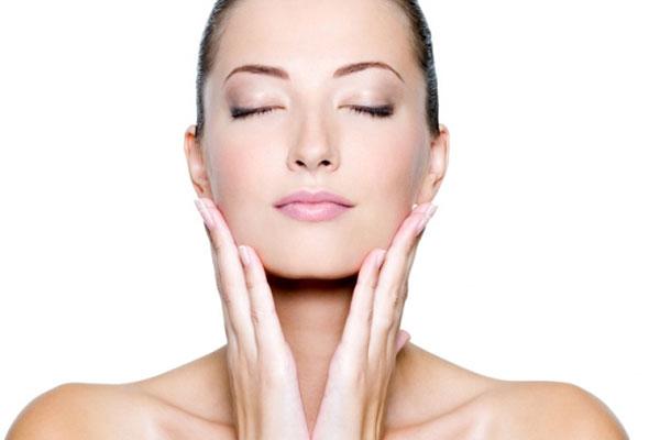 Tiểu Vy căng da không cần dao kéo nhờ liệu pháp massage-2