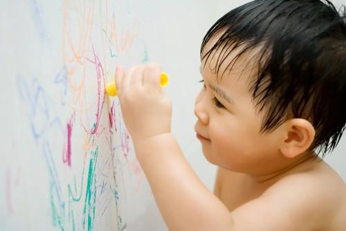 Vì sao trẻ luôn thích xé giấy? Thói quen tưởng xấu nhưng lại tốt cho trí tuệ, không phải cha mẹ nào cũng biết-4