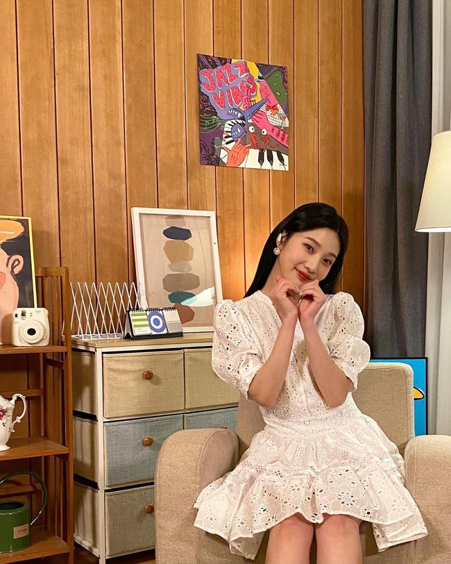 Ngắm sao Hàn diện váy trắng xinh như mộng, chị em sẽ không tiếc tiền sắm cả lố về để nâng cấp style-1