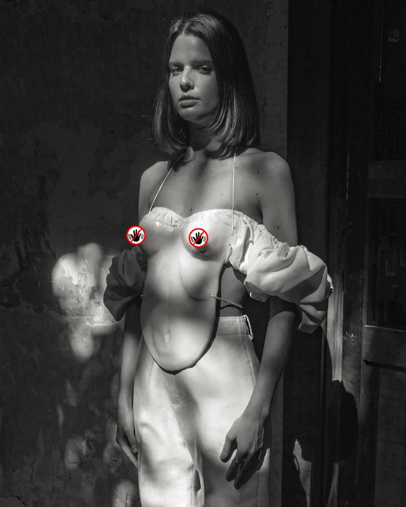 Ngọc Trinh mặc áo mà nhìn như đang xách ngực ai đó lên cổ!-5