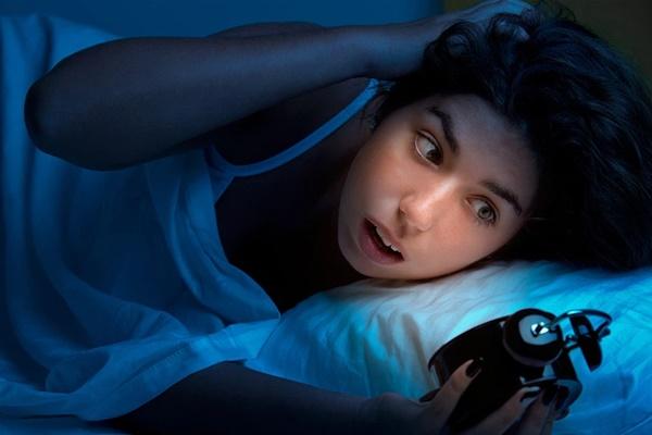 Phụ nữ tỉnh giấc vào ban đêm có nguy cơ chết trẻ cao gấp đôi, làm theo các cách này có thể giảm nguy cơ-2