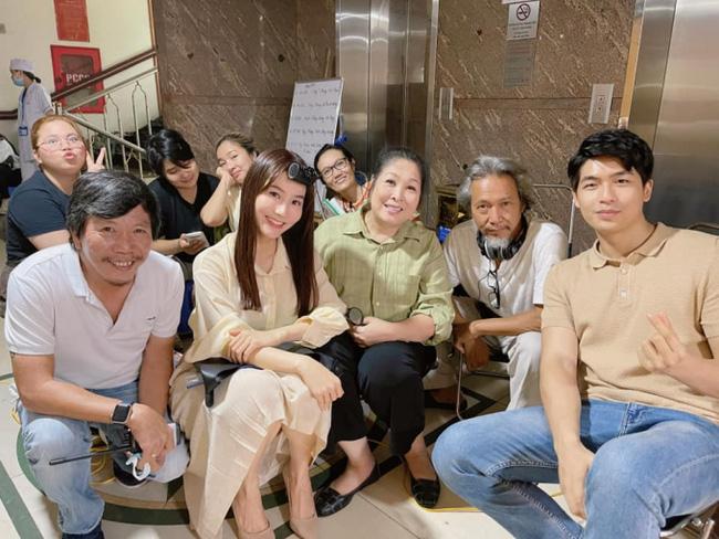 Hết Minh Hằng rồi đến Diễm My 9x khoe style công sở chuẩn sành điệu và thanh lịch trong phim mới-7