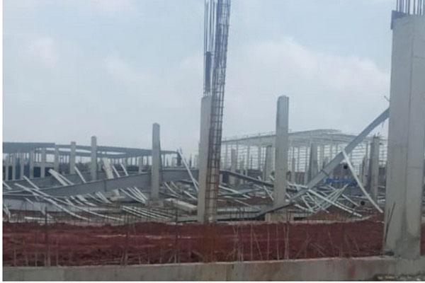 Cuồng phong thổi sập công trình kết cấu bằng thép ở Quảng Ninh-1