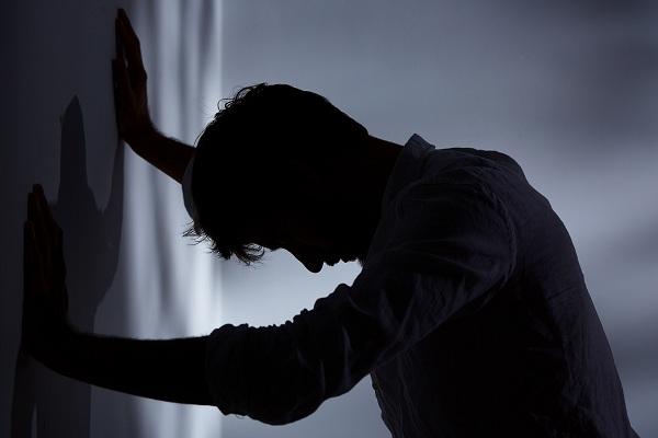 Nghỉ giỗ Tổ đưa bạn gái về ra mắt thì anh trai rỉ tai: Mày ngu lắm, lúc vào bếp tôi khựng người nghe anh và người yêu căng thẳng-2