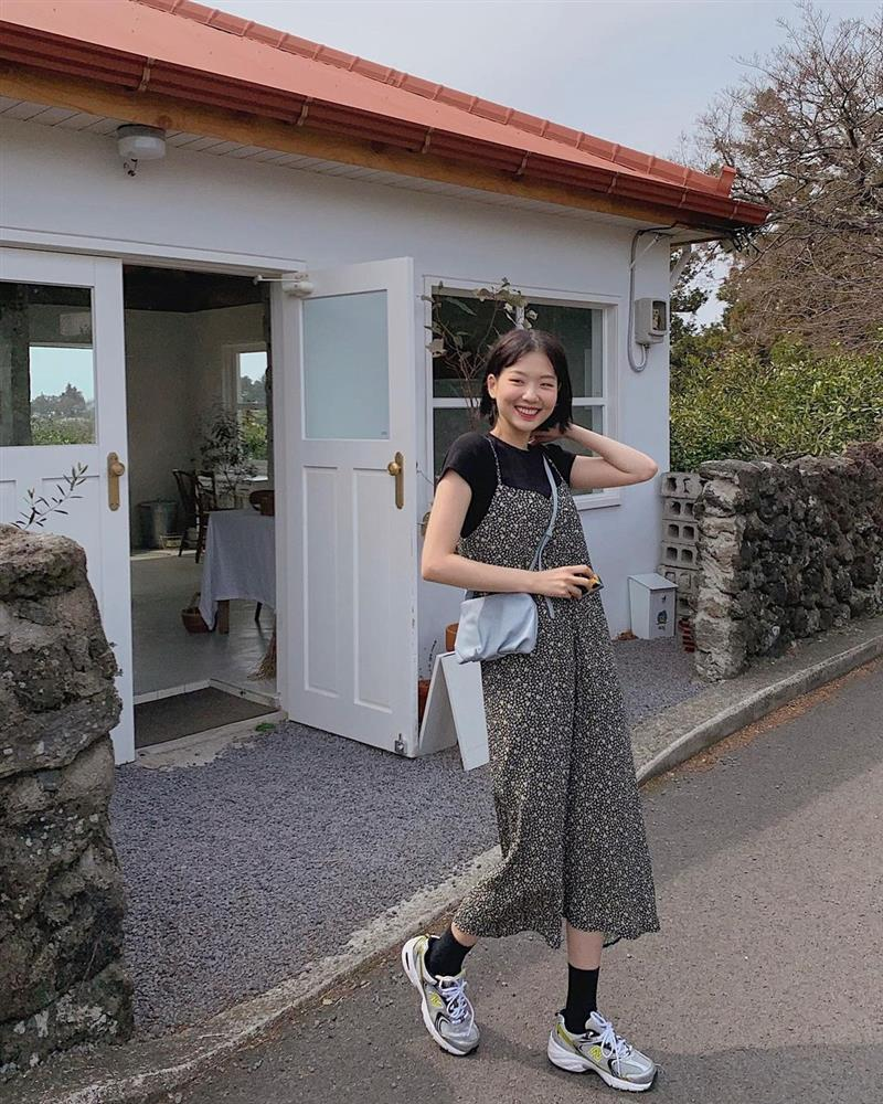 10 công thức diện váy hoa xinh mê tơi từ hội gái Hàn, phải lưu ngay để Hè này còn áp dụng-4