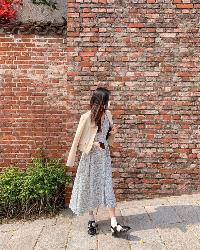 10 công thức diện váy hoa xinh mê tơi từ hội gái Hàn, phải lưu ngay để Hè này còn áp dụng-7