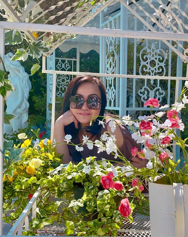 Cách bài trí sân vườn tươi mát và nhiều hoa của danh ca Hương Lan-13