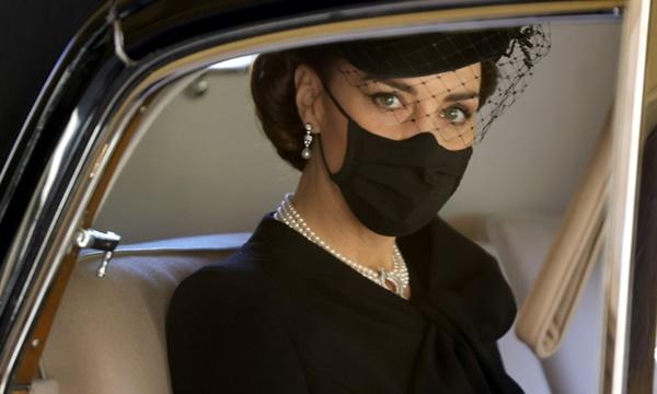 Điều ít biết đằng sau bức ảnh gây bão MXH, đi vào lịch sử của Công nương Kate tại tang lễ Hoàng tế Philip-1