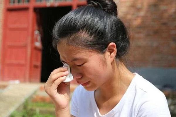Giao con cho chị dâu để lên thành phố làm việc, một hôm về đột ngột thấy hai đứa trẻ cãi nhau mà nước mắt tôi lưng tròng-1