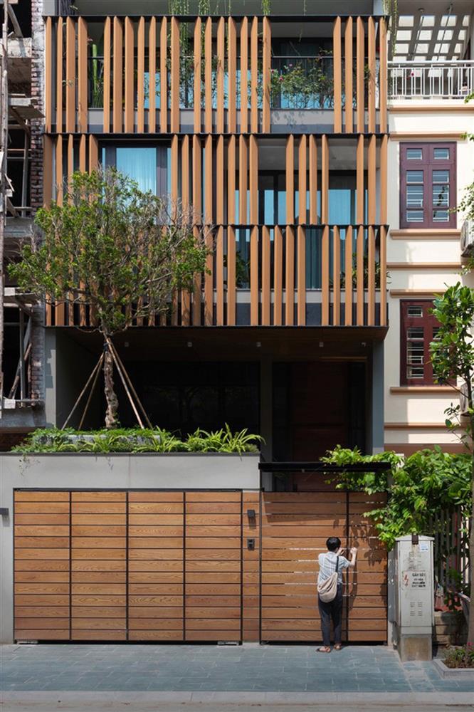 Ngôi nhà phố có cầu thang độc đáo đi trên mặt nước-1