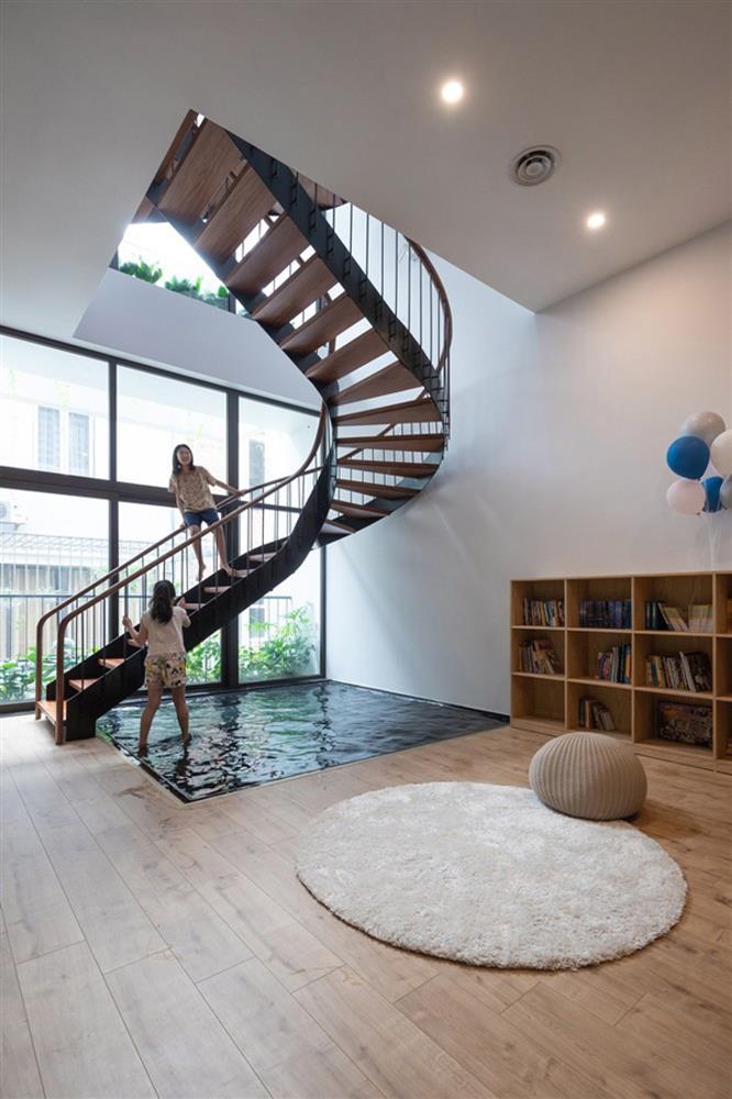 Ngôi nhà phố có cầu thang độc đáo đi trên mặt nước-8
