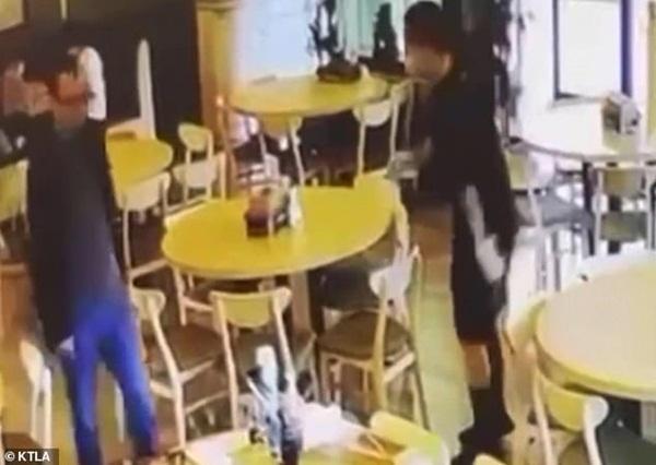 Vào nhà hàng ăn tối, đôi nam nữ gốc Á bị bắn chết tại chỗ, video ghi lại cảnh hiện trường gây ám ảnh-4