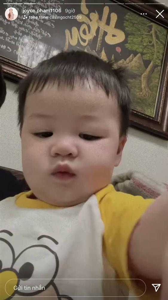 13 tháng tuổi đã chập chững biết đi, cháu ngoại đại gia Minh Nhựa khiến fan đổ rầm rầm vì đôi má phính siêu cute-11