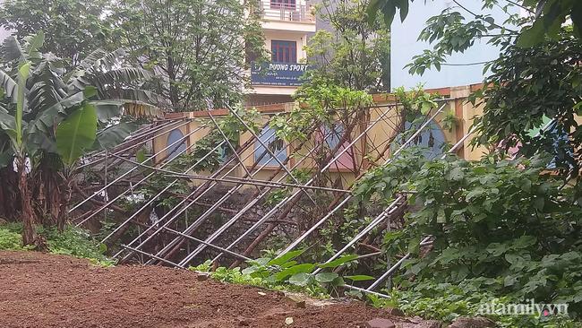 Hà Nội: Nhà rung lắc, tường nứt toác, 9 hộ dân kêu cứu-4