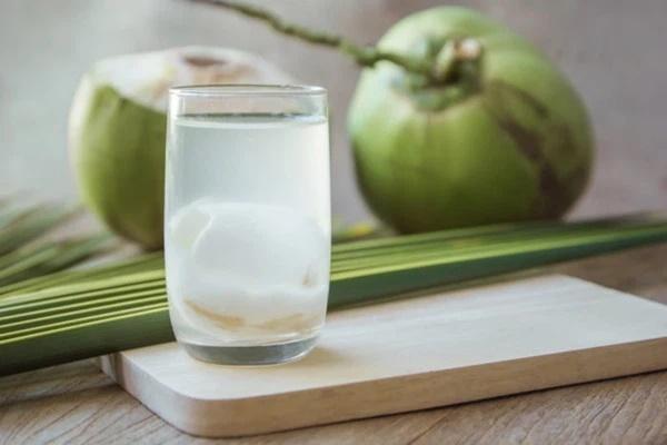 Uống nước dừa vào mùa hè: Rất tốt nhưng chuyên gia lưu ý 5 người không nên uống kẻo rước họa-1