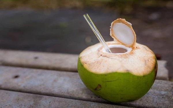 Uống nước dừa vào mùa hè: Rất tốt nhưng chuyên gia lưu ý 5 người không nên uống kẻo rước họa-2