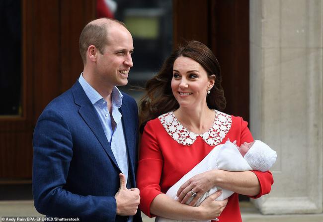 Bức ảnh Hoàng tử Louis sinh nhật tròn 3 tuổi gây bão MXH với chi tiết xúc động, cho thấy sự tinh tế của Công nương Kate-2